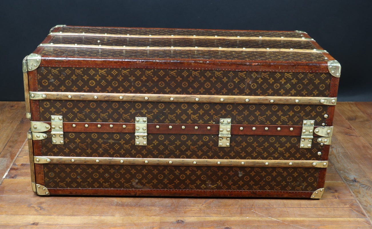 Malle Comme Table Basse 1930s loui vuitton wardrobe penderie at 1stdibs