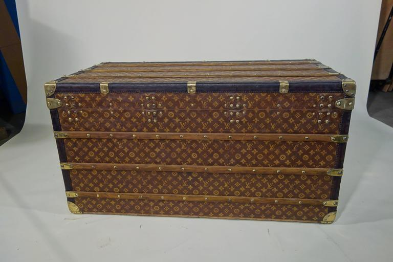 1920s louis vuitton shirt 39 s trunk or malle a chemises at 1stdibs. Black Bedroom Furniture Sets. Home Design Ideas
