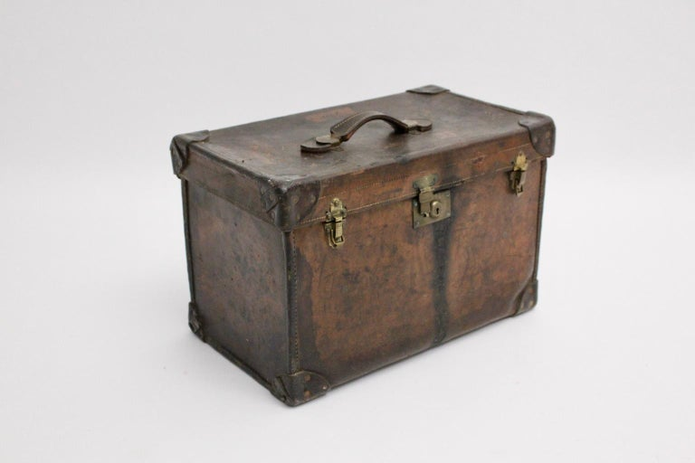 Brown Leather Suitcase circa 1920, Austria In Fair Condition For Sale In Vienna, AT
