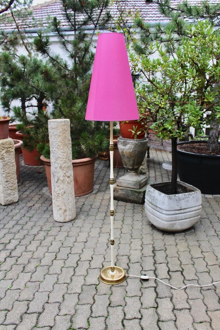 Mid-Century Modern Brass and White Italian Floor Lamp, 1940s For Sale 1