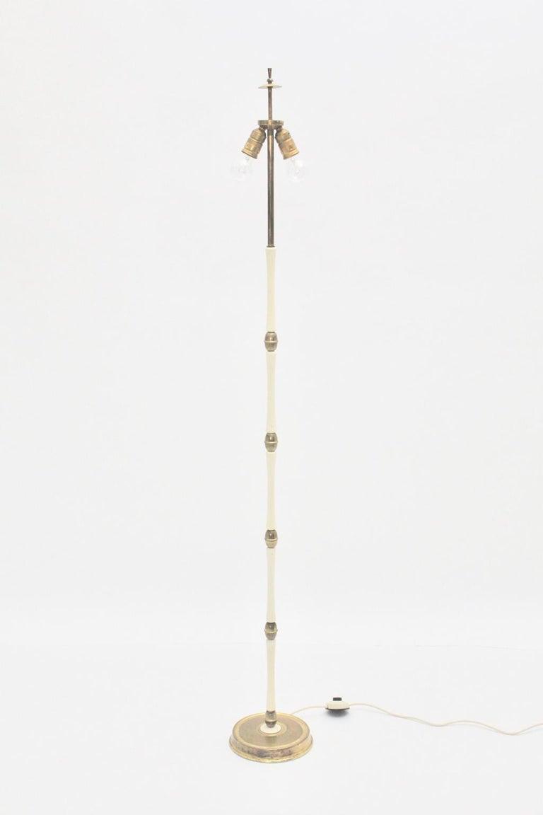 Mid-Century Modern Brass and White Italian Floor Lamp, 1940s For Sale 2