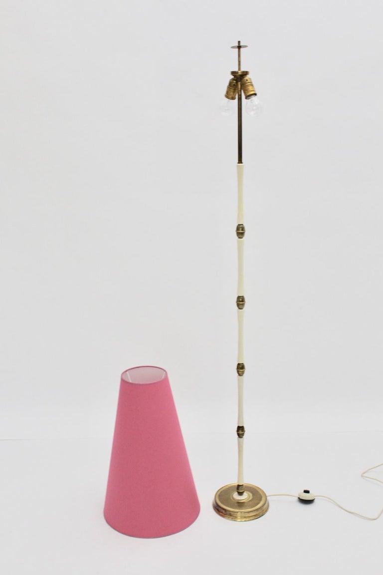 Mid-Century Modern Brass and White Italian Floor Lamp, 1940s For Sale 4