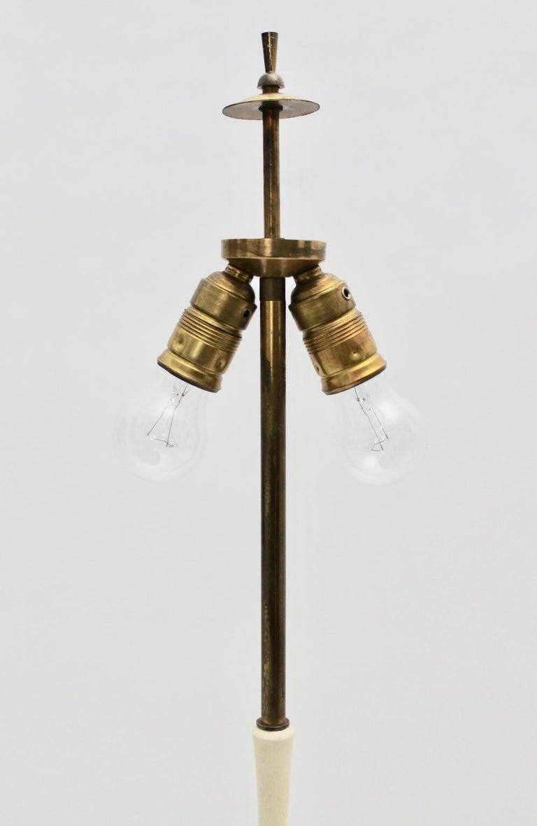 Mid-Century Modern Brass and White Italian Floor Lamp, 1940s For Sale 7