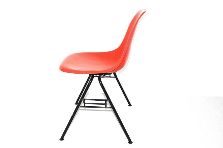 Mid Century Modern Red Vintage Dining Chairs Charles Ray Eames Chairs 1950s  In Good Condition For Sale In Vienna, AT