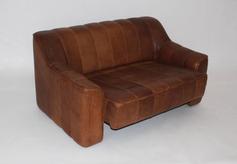 Mid Century Modern Vintage De Sede Cognac Leather Loveseat c 1970, Switzerland In Good Condition For Sale In Vienna, AT