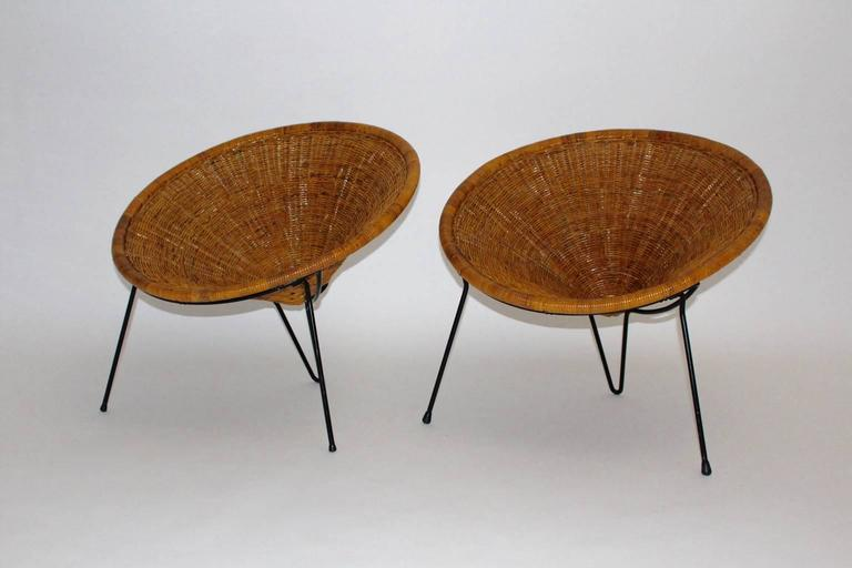 A pair of mid century modern cone-shaped rattan / wicker vintage garden chairs or club chairs, which was designed by Roberto Mango, Italy, 1950s. Roberto Mango ( 1920 - 2003 ) Italian architect Roberto Mango began his career in 1946 with his
