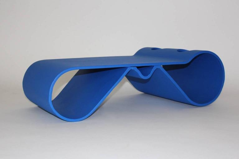 This coffee table was designed by Willy Guhl (1915-2004). Also the coffee table is very suitable for indoor as a coffee table and outdoor as a garden furniture. The futuristic coffee table is made of bold blue lacquered cement. Very good vintage