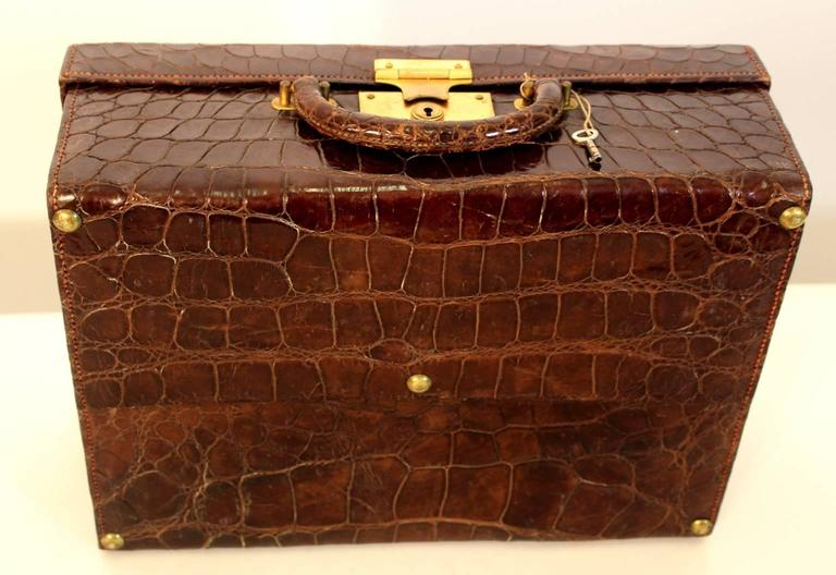 Art Deco Brown Vintage Alligator Leather Case, 1920s In Good Condition For Sale In Vienna, AT