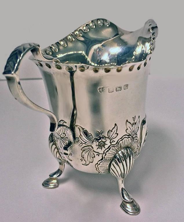 Rococo Irish Style Silver Cream Jug and Sugar Bowl, Birmingham, 1913-1914 For Sale