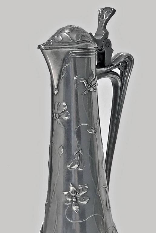 Pair of Art Nouveau Pewter Liquor Jugs, Germany, circa 1900 In Good Condition For Sale In Toronto, Ontario