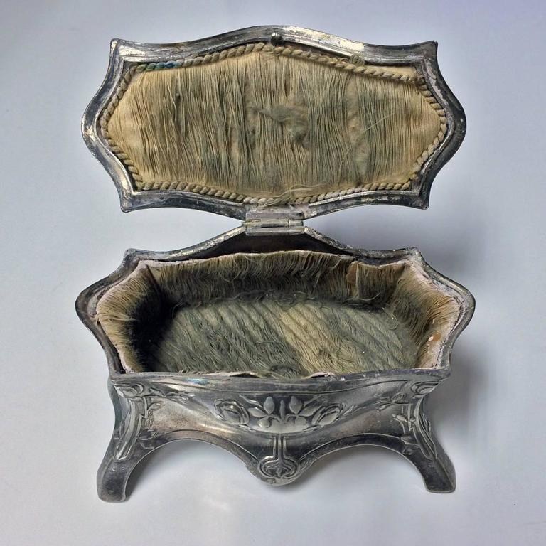 WMF Art Nouveau Jugendstil Silver Plate Jewellery Box, Germany, circa 1900  In Good Condition For Sale In Toronto, Ontario