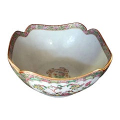 19th Century Chinese Export Rose Medallion Scalloped Serving Bowl