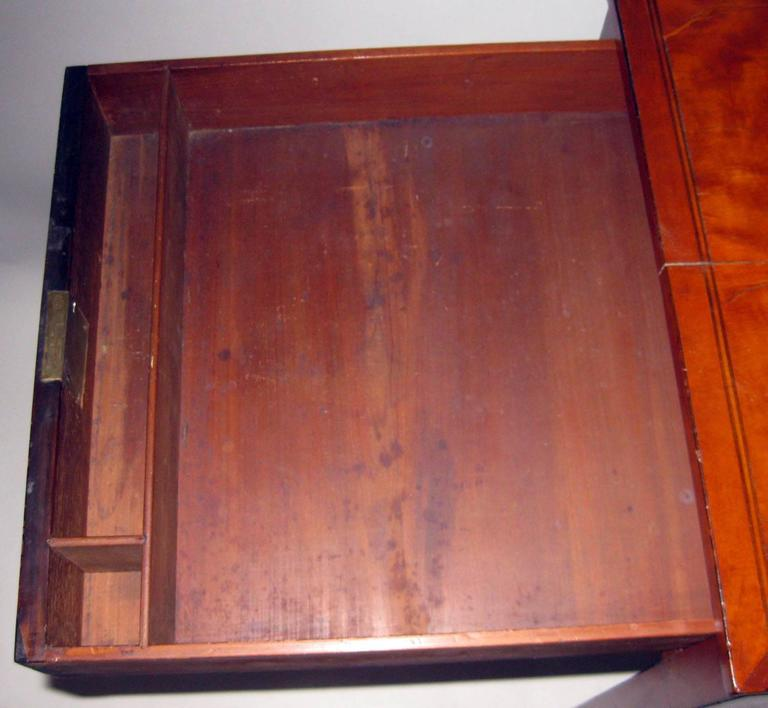 18th Century Hepplewhite Writing Table with Work Basket In Good Condition For Sale In Savannah, GA