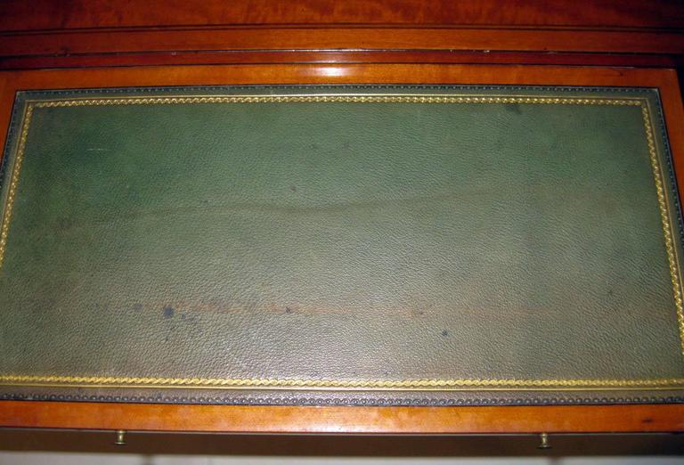 18th Century Hepplewhite Writing Table with Work Basket For Sale 1