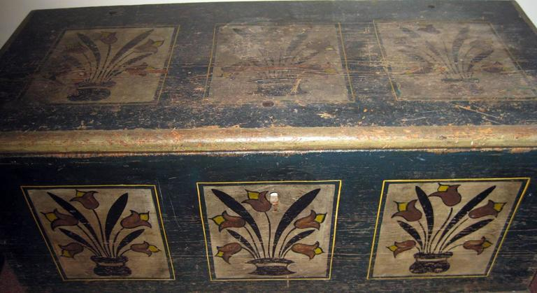 Painted American Pennsylvania Dutch Stenciled Blanket Chest For Sale