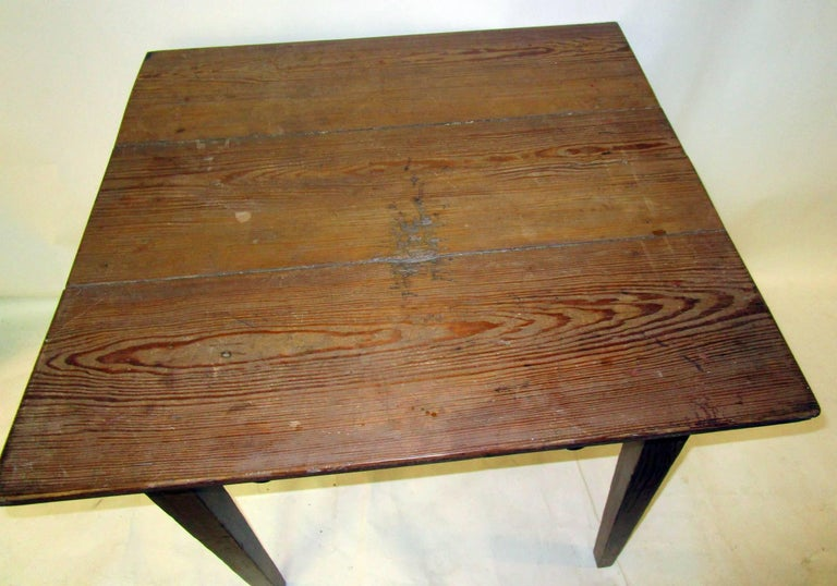 19th century American Primitive Cypress Work Table In Good Condition For Sale In Savannah, GA