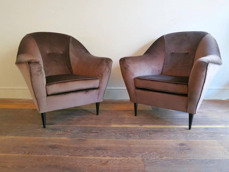 Pair of Mid-Century Italian Velvet Armchairs Attributed To Ico Parisi  In Excellent Condition For Sale In London, GB