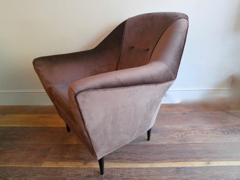 Pair of Mid-Century Italian Velvet Armchairs Attributed To Ico Parisi  For Sale 1