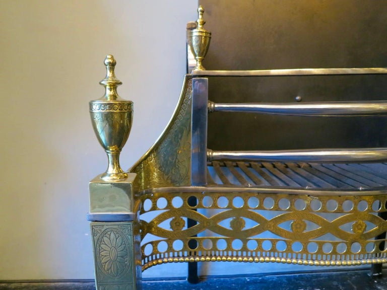 Antique Irish Brass and Steel Fire Grate  In Good Condition For Sale In London, GB