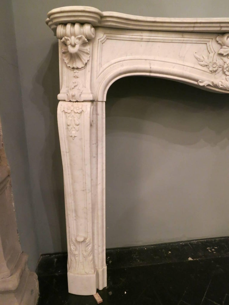 French 19th Century Louis XV Marble Fireplace Mantel In Good Condition For Sale In London, GB