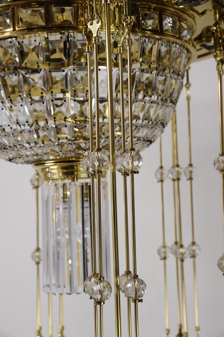 Magnificent and Huge Art Deco Chandelier Vienna, 1920s For Sale 4