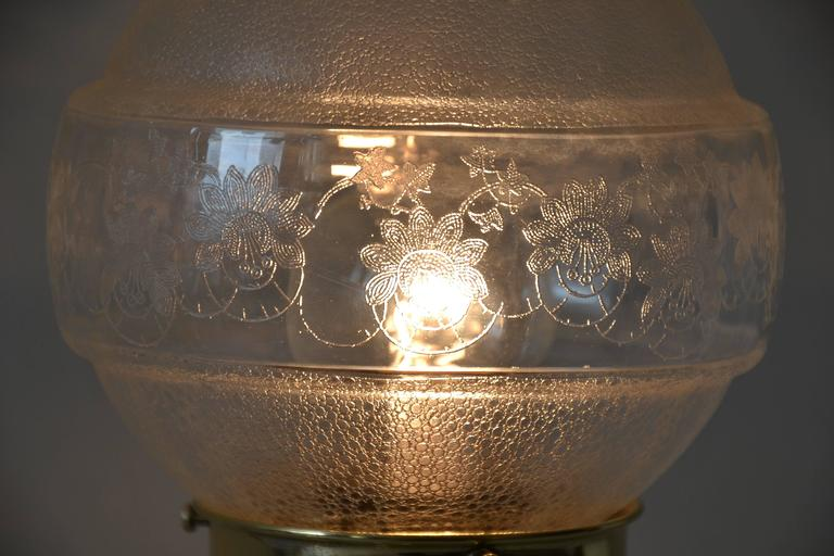 Pair of Table Lamps with Oval Base and Original Glass In Excellent Condition For Sale In Wien, AT