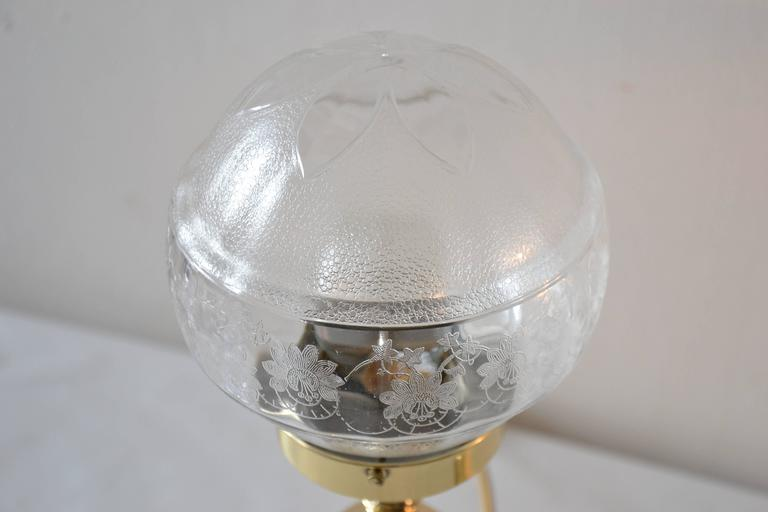 Polished Pair of Table Lamps with Oval Base and Original Glass For Sale