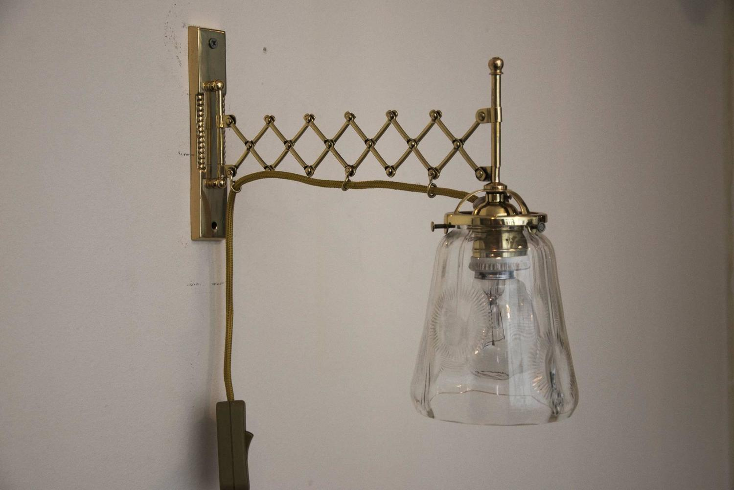 Art Deco Extendable Wall Lamp with Clear Cut Glass For Sale at 1stdibs