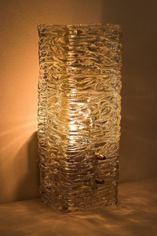 Kalmar sconce in textured glass, circa 1950s. Original condition.