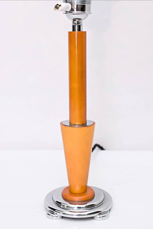 French Art Deco Table Lamp with Beautiful Glass In Excellent Condition For Sale In Wien, AT
