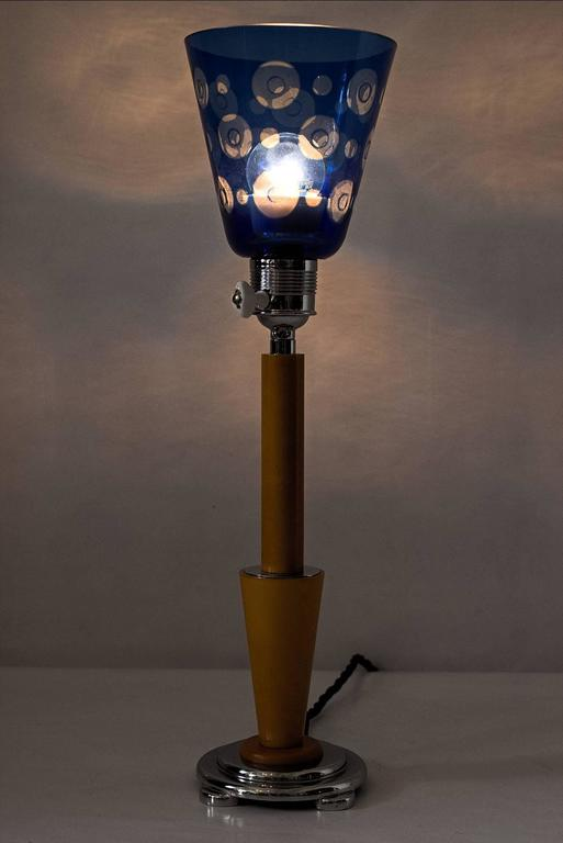 French Art Deco Table Lamp with Beautiful Glass For Sale 2