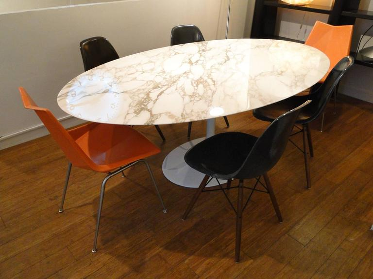 eero saarinen marble calacatta top oval dining table for knoll at 1stdibs. Black Bedroom Furniture Sets. Home Design Ideas