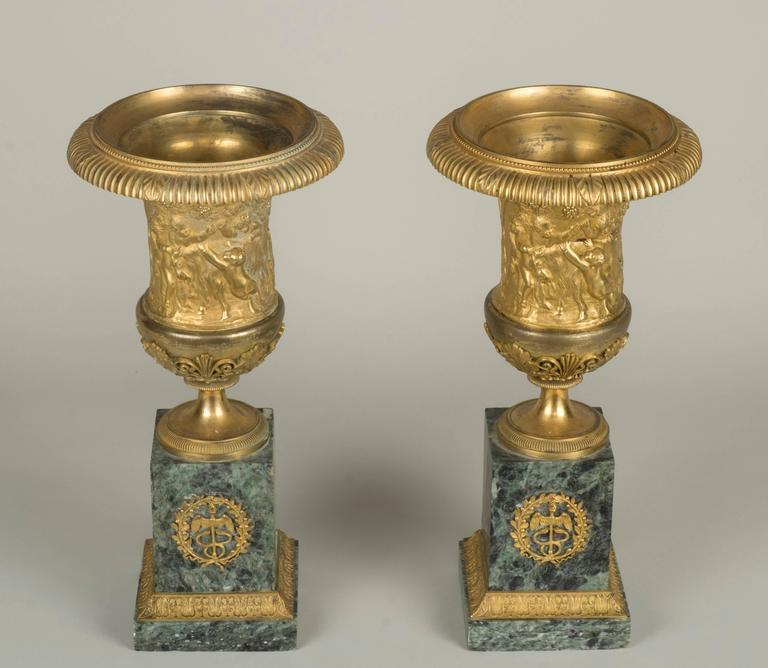 pair of gilt bronze medicis vases for sale at 1stdibs. Black Bedroom Furniture Sets. Home Design Ideas