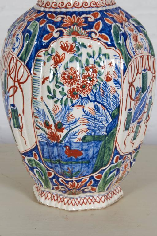 18th Century Delft Polychrome Covered Vase In Good Condition For Sale In New York, NY