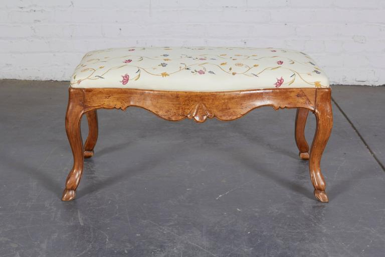 Pair of 19th Century Italian Walnut Serpentine-Front Benches 3