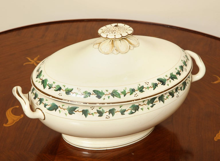 Neoclassical Wedgwood Creamware Covered Tureen with Ivy Decoration For Sale