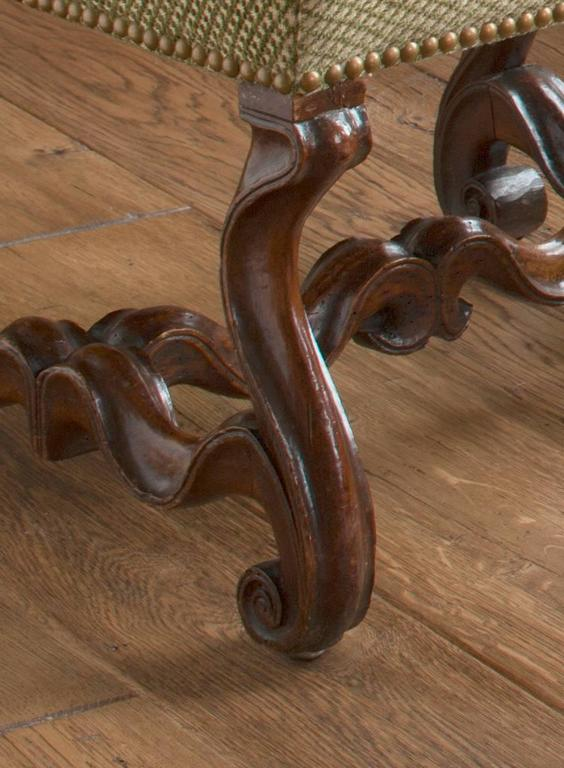 Set of Three Italian Baroque Walnut Benches In Excellent Condition For Sale In New York, NY