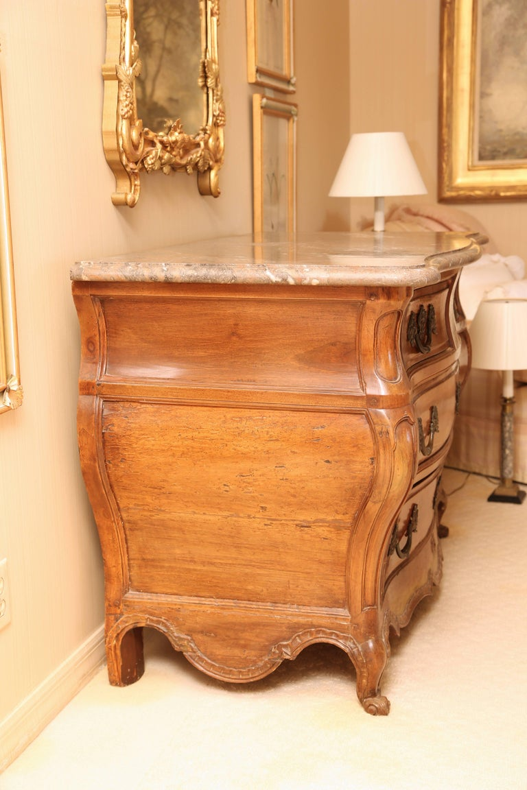 Louis XV Marble Top Walnut Bombé Commode In Good Condition For Sale In New York, NY