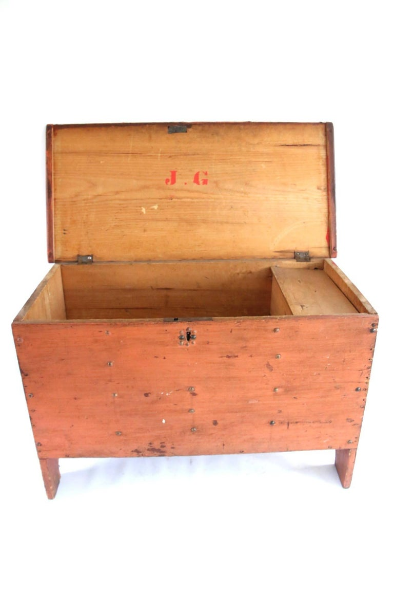 Early 19th Century Child's Painted Blanket Chest In Good Condition For Sale In Woodbury, CT