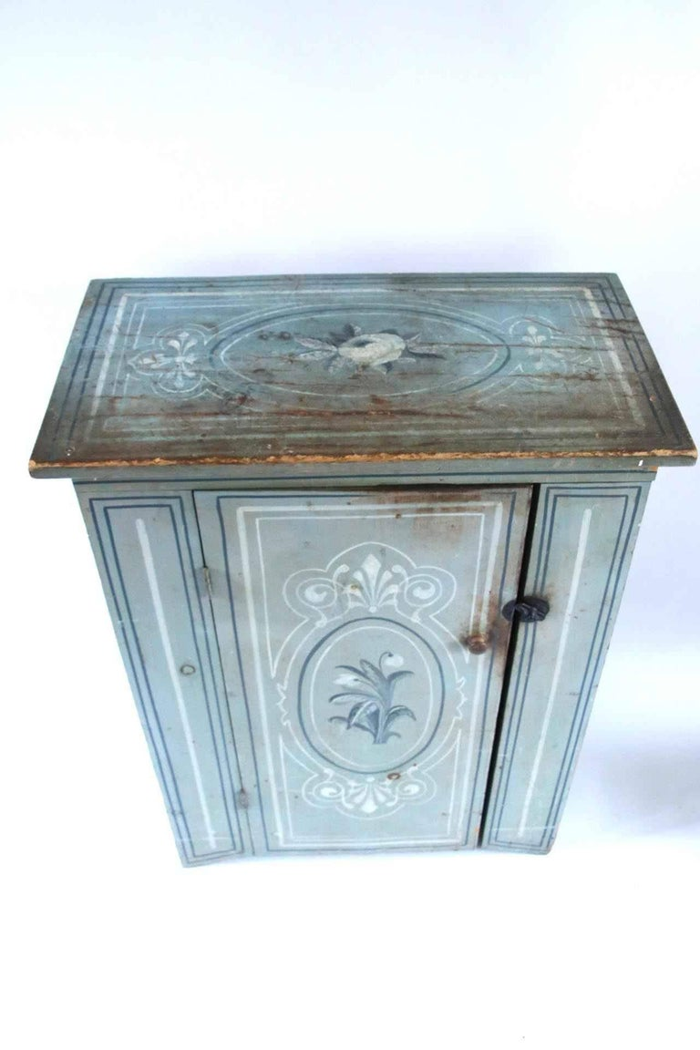 Mid-19th Century 19th Century Massachusetts Pine Cupboard in Original Paint Decoration  For Sale