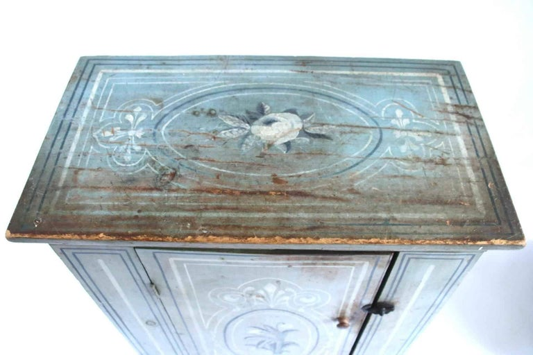 19th Century Massachusetts Pine Cupboard in Original Paint Decoration  For Sale 5