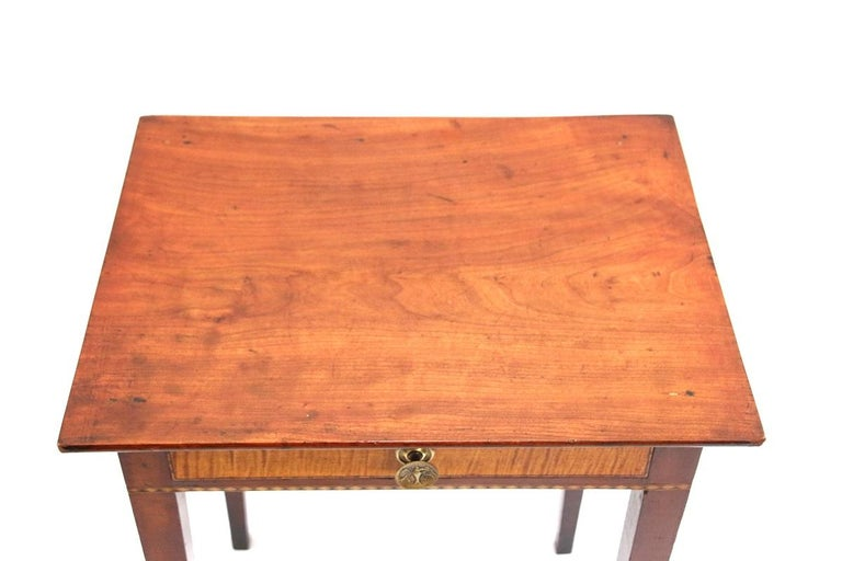 Early 19th Century Connecticut Hepplewhite Cherry Side Table with Inlay For Sale
