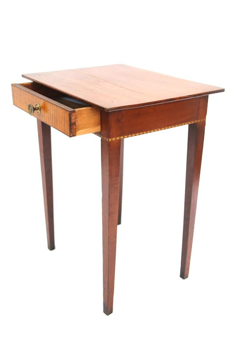 Connecticut Hepplewhite Cherry Side Table with Inlay In Good Condition For Sale In Woodbury, CT