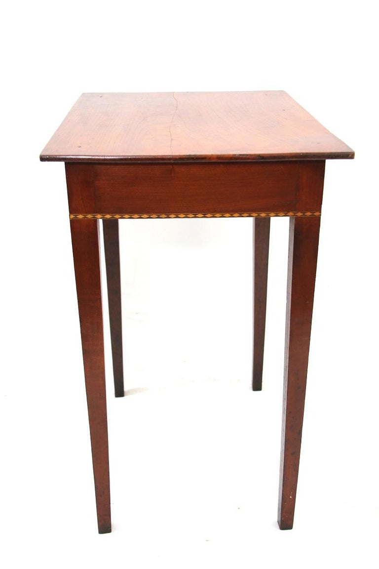 Connecticut Hepplewhite Cherry Side Table with Inlay For Sale 1