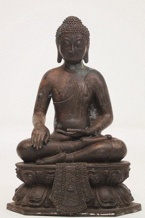 A 20th century sitting bronze Buddha on a double lotus pedestal. Measures: 21