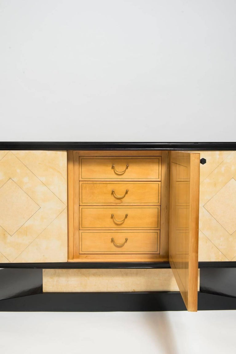 Italian Art Deco Lacquered Goatskin Credenza by Vittorio Dassi For Sale 3