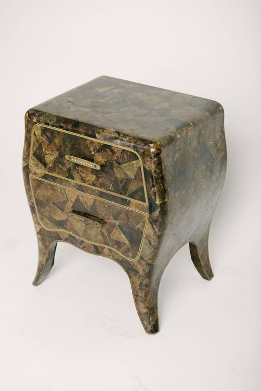 Vintage Maitland-Smith chest. This wonderful small chest features an all-over chunky geometric horn veneer, two drawer fronts that are clad in brass along its edges and brass handle detailing.