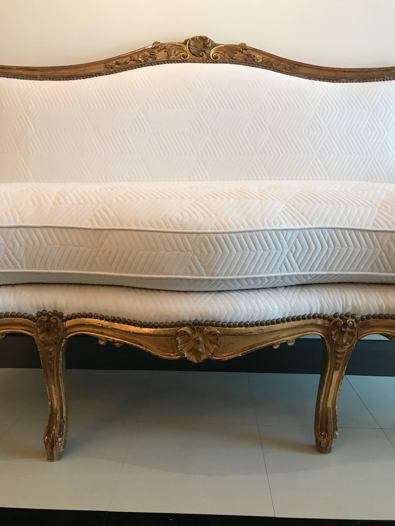 Wood 19th Century Louis XV Style Giltwood Canapé For Sale