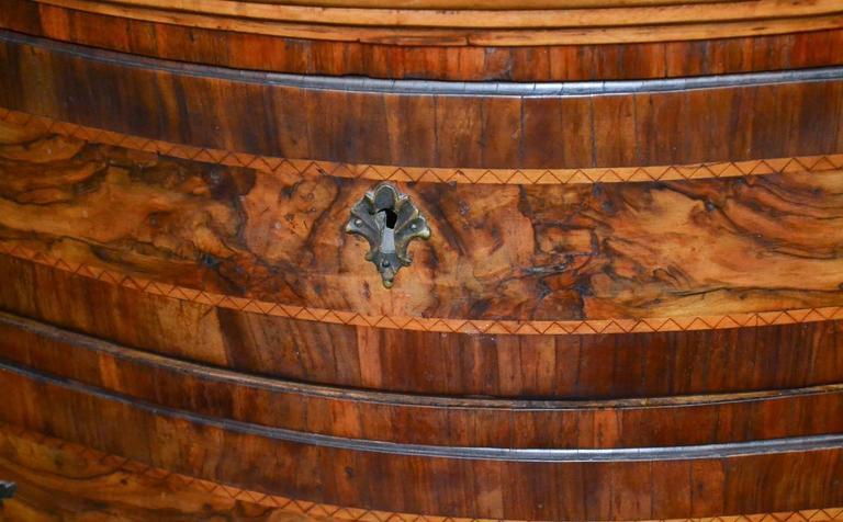 18th Century Italian Burl Walnut Commode In Good Condition For Sale In Dallas, TX