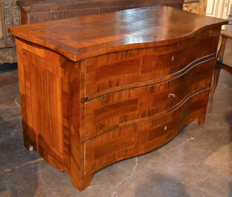 18th Century German Shaped Front Commode In Good Condition For Sale In Dallas, TX